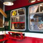 特殊火車車窗的售餐窗口